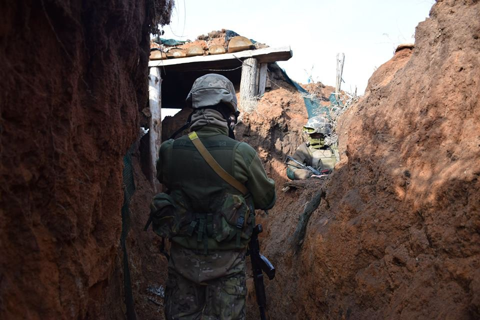 Безумие войны в Донбассе: Бойцы ВСУ расстреливают не только ополченцев, но и своих
