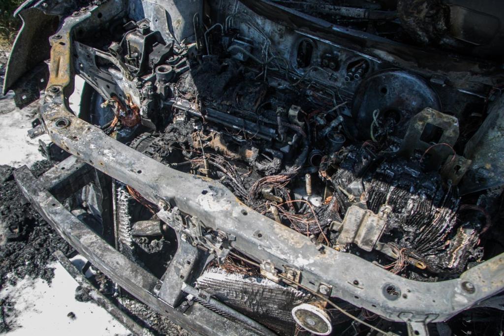 В Днепре загорелся автомобиль с детьми: появились жуткие фото, фото-2