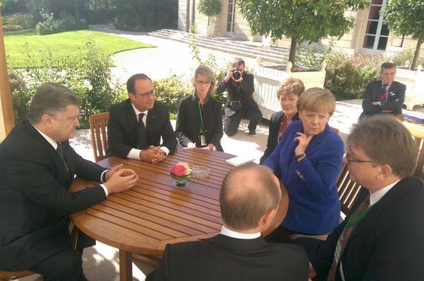 «Я вас раздавлю!»: Олланд рассказал, как Путин общался с Порошенко во время переговоров, фото-3
