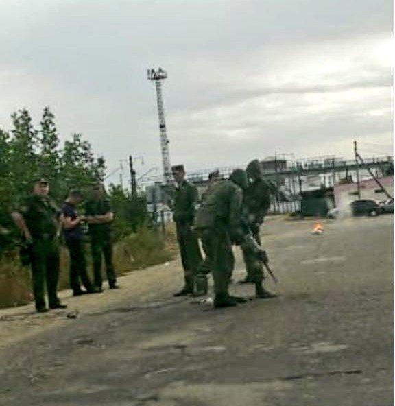 Вот такая «дружба народов». Российские пограничники возводят забор посреди села, фото-2