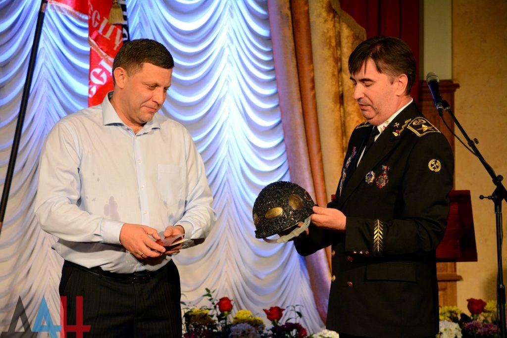 Захарченко с каской, шествие и концерт: оккупированный Донецк отмечает День шахтера, фото-6
