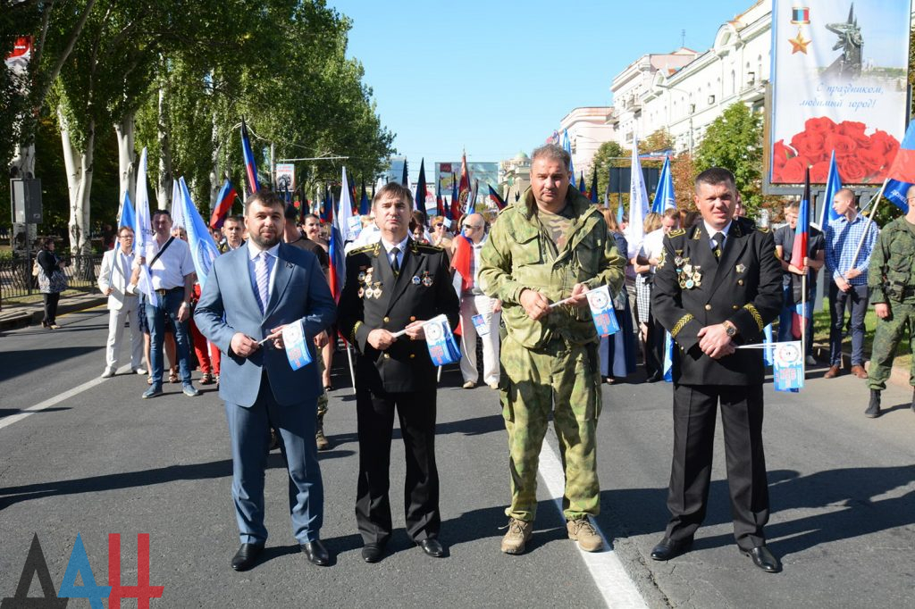 Захарченко с каской, шествие и концерт: оккупированный Донецк отмечает День шахтера, фото-7