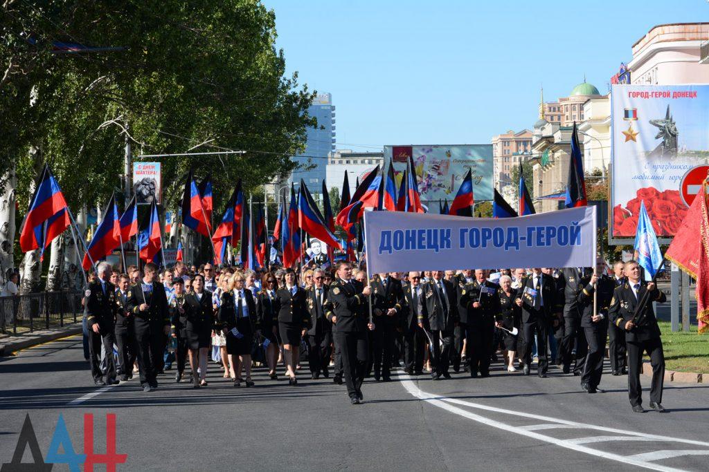 Захарченко с каской, шествие и концерт: оккупированный Донецк отмечает День шахтера, фото-8