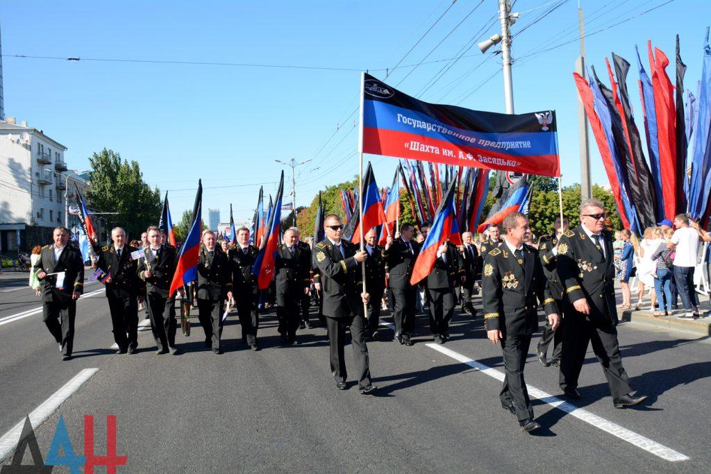 Захарченко с каской, шествие и концерт: оккупированный Донецк отмечает День шахтера, фото-10