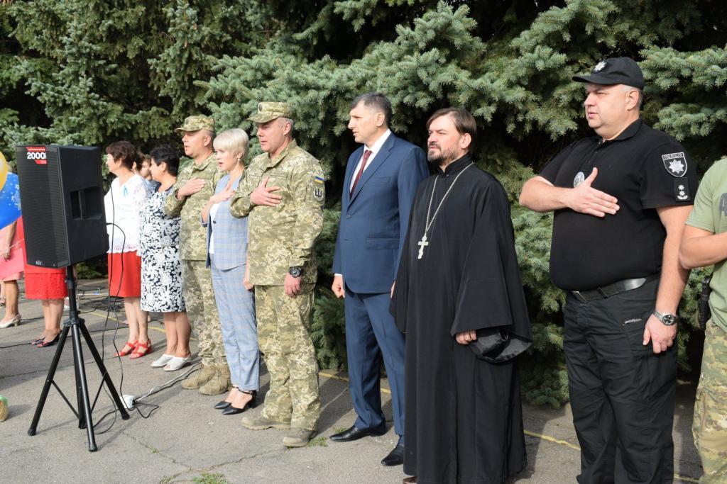 Украинские военные поздравили школьников в прифронтовых населенных пунктах, фото-3
