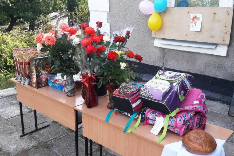 Украинские военные поздравили школьников в прифронтовых населенных пунктах, фото-5