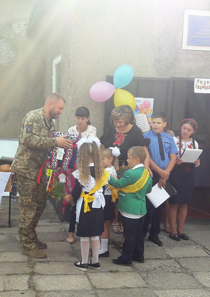 Украинские военные поздравили школьников в прифронтовых населенных пунктах, фото-6