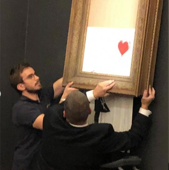 «Искусство» Бэнкси: картина художника самоликвидировалась после продажи на аукционе, фото-3