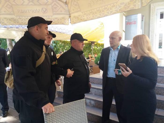 В Запорожье руководителя пророссийской организации облили зеленкой, фото-2