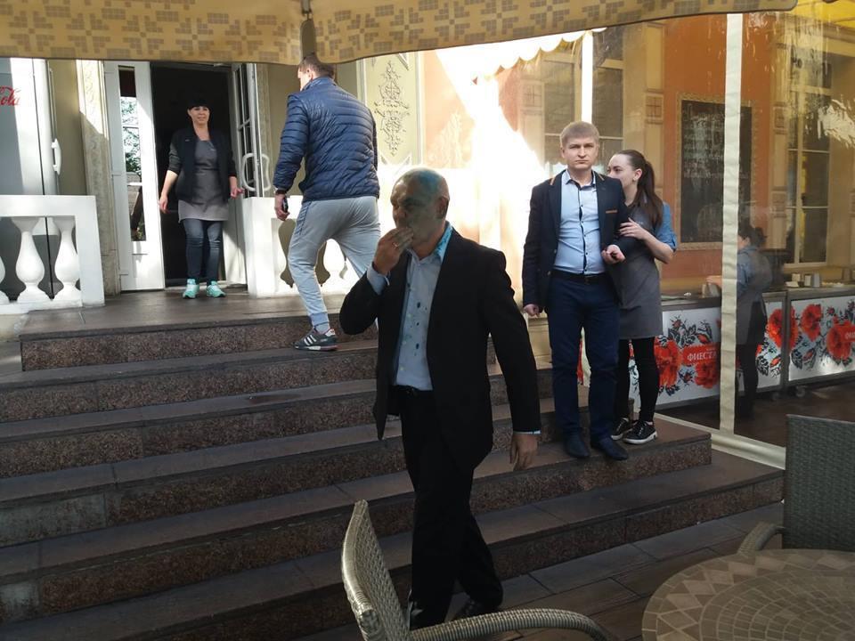 В Запорожье руководителя пророссийской организации облили зеленкой, фото-3