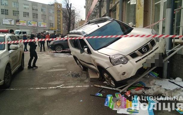 В Киеве на парковке обстреляли и ограбили авто: объявлен план-перехват, фото-2