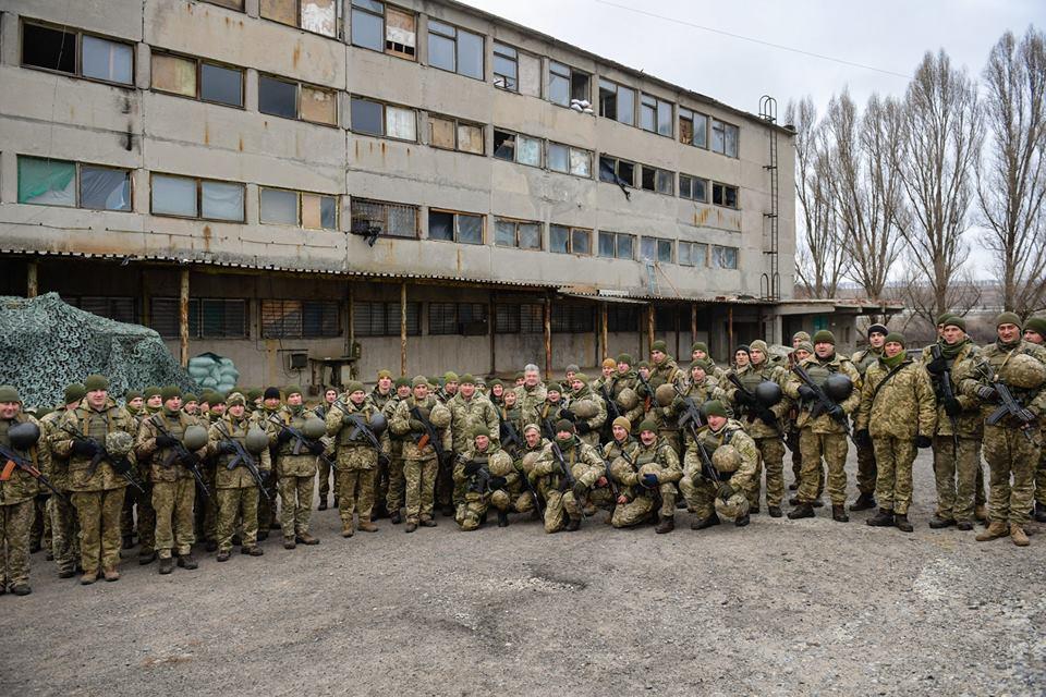 Порошенко побывал на Донбассе и пообщался с военными, фото-4