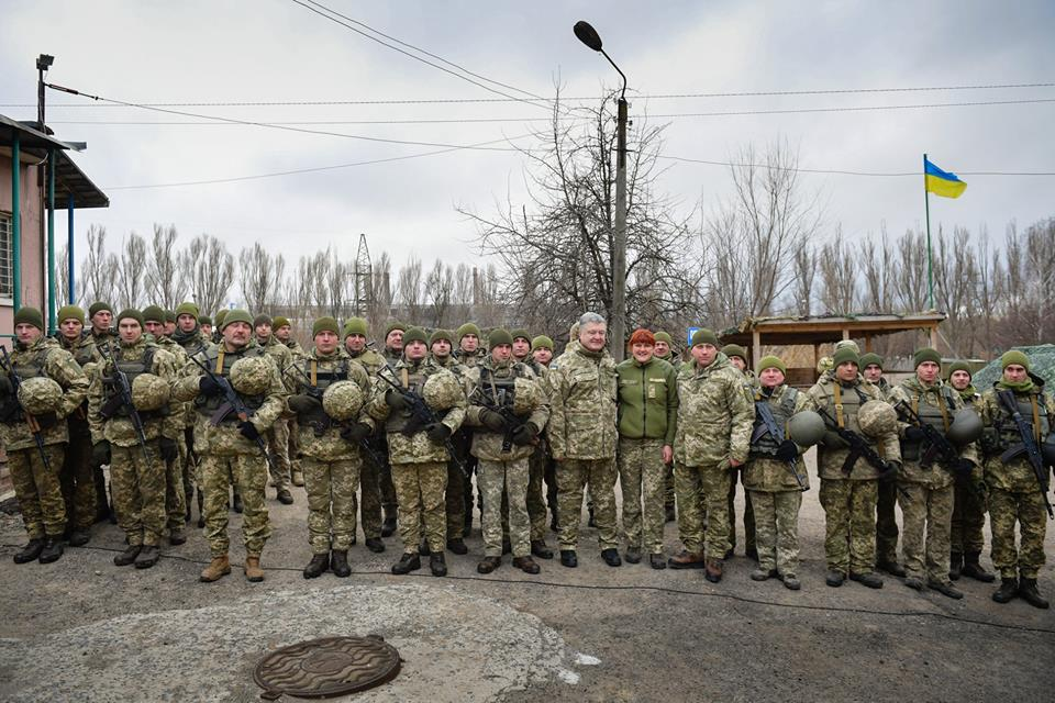 Порошенко побывал на Донбассе и пообщался с военными, фото-6