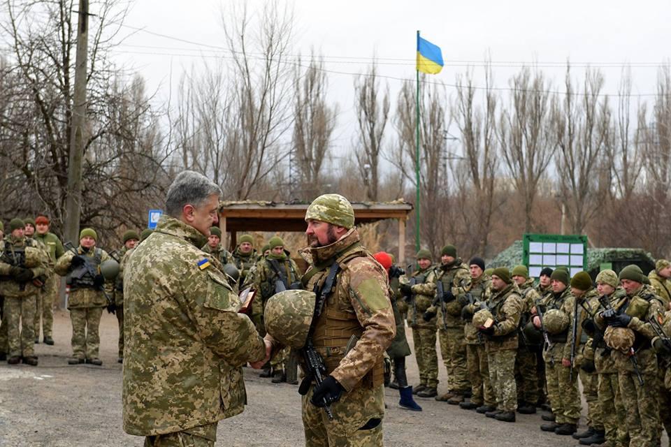 Порошенко побывал на Донбассе и пообщался с военными, фото-5