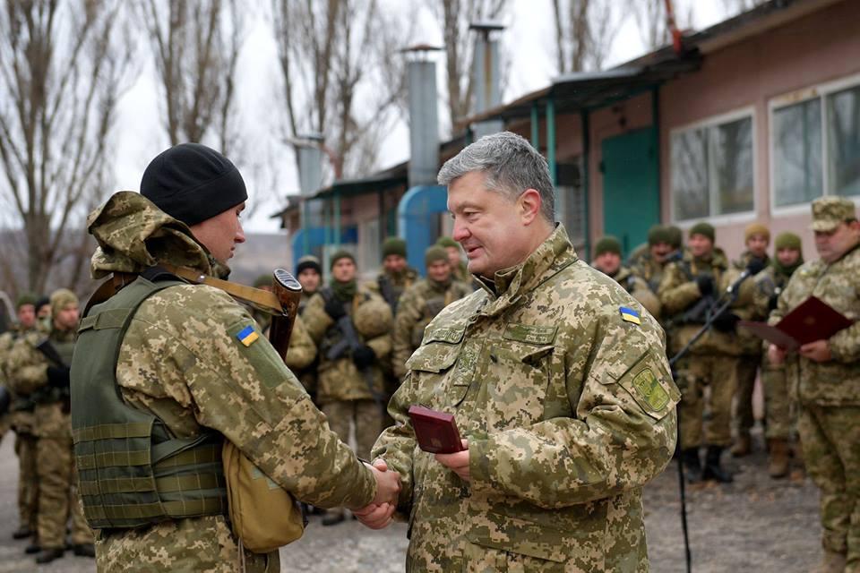 Порошенко побывал на Донбассе и пообщался с военными, фото-2