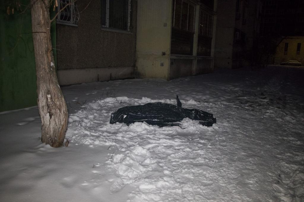 В Киеве мужчина выпал из окна шестого этажа, фото-5