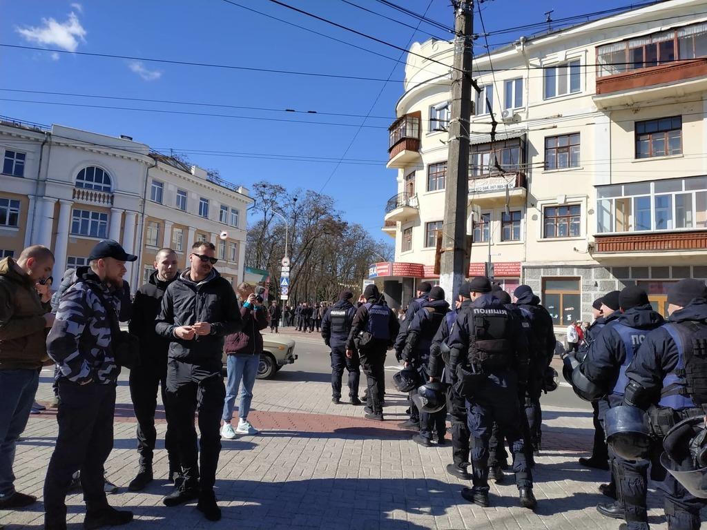 «Я вас не боюсь»: Порошенко удивил активистов «Нацкорпуса» в Чернигове, фото-2