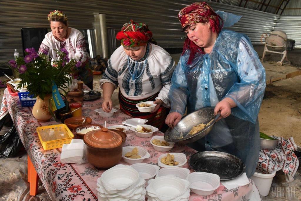 Украинские волонтеры привезли в на передовую ВСУ подарки для военных, фото-3