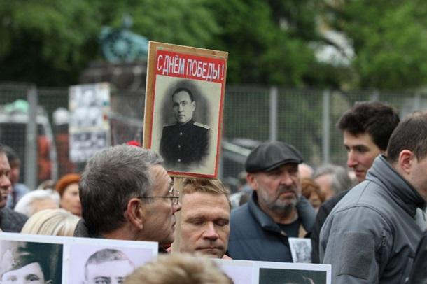 В Киеве на акцию «Бессмертный полк» пришли несколько сотен людей, фото-2