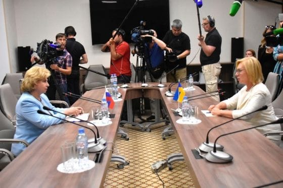 Омбудсмены Денисова и Москалькова договорились о создании группы по освобождению всех заключенных, фото-3