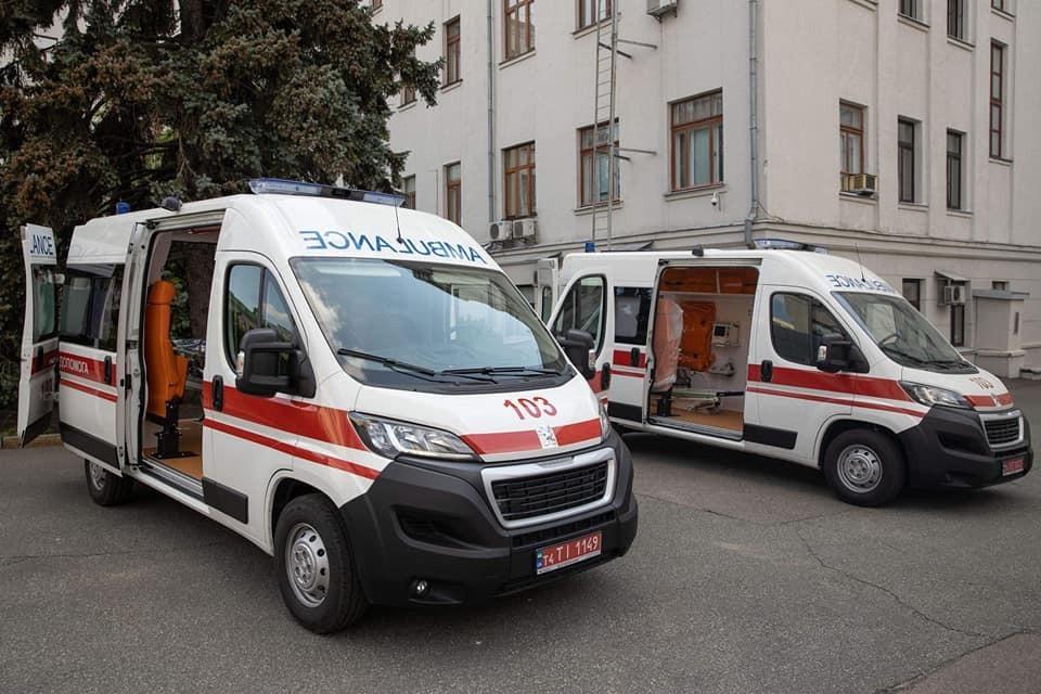 Зеленский передал детским лечебным учреждениям 200 «скорых», фото-2
