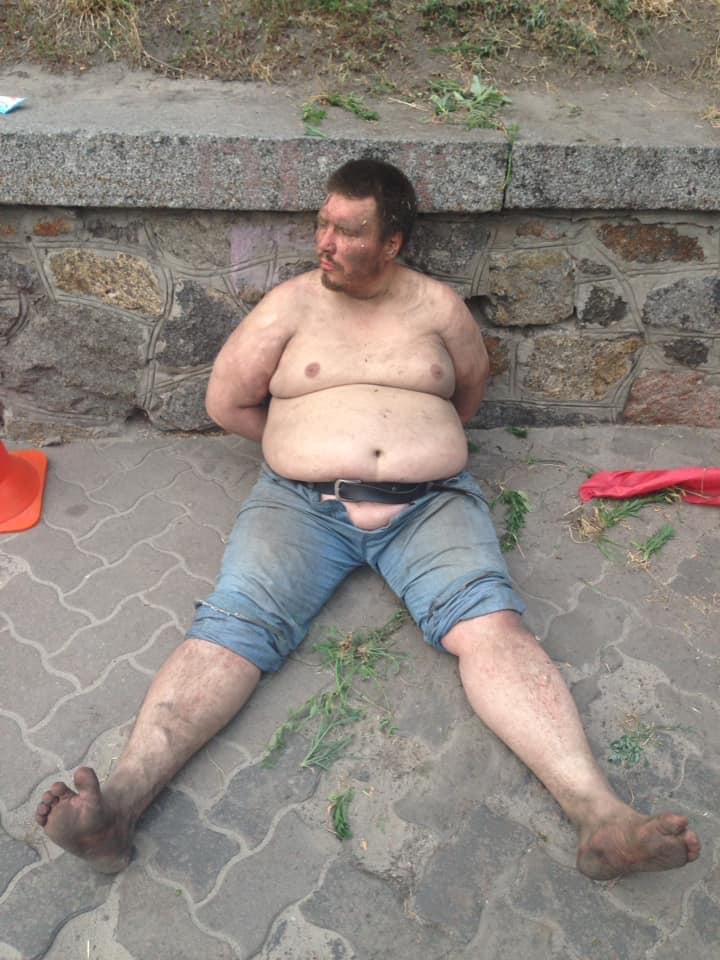 В Киеве злоумышленник разгромил мемориал героя Небесной сотни, фото-3