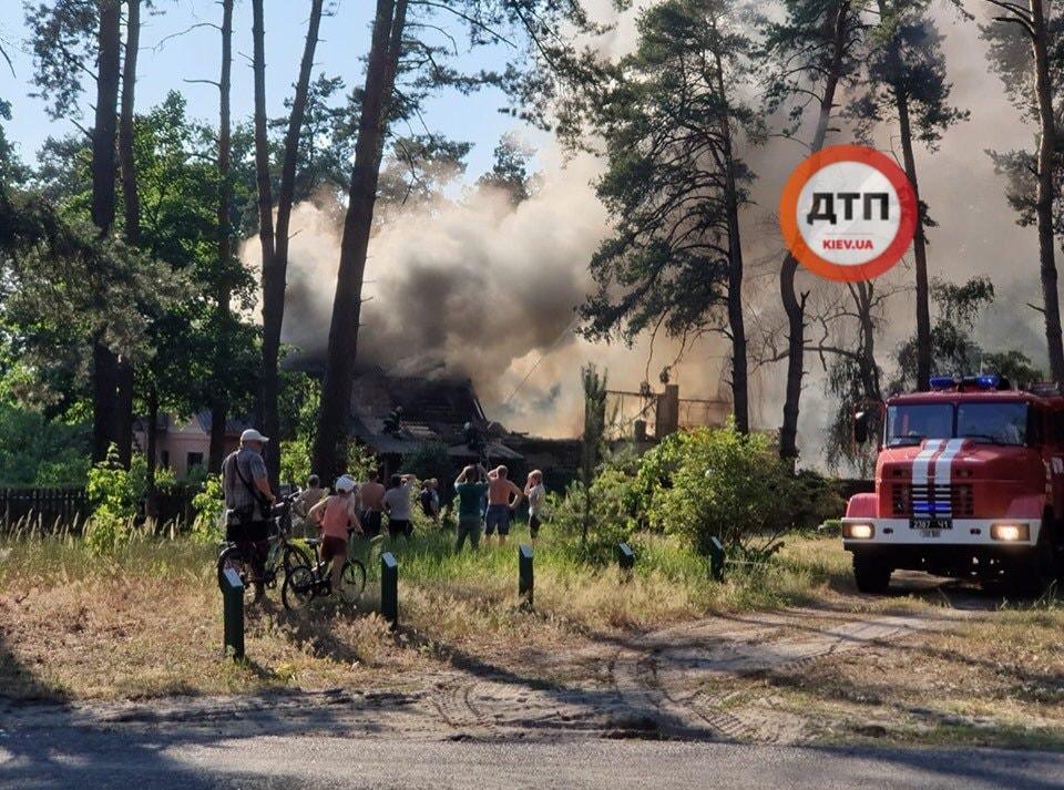 В Киевской области сгорел дом, где снимали сериал «Сваты», фото-3