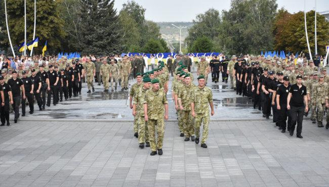 В Краматорске бойцы ВСУ образовали огромный трезубец, фото-3
