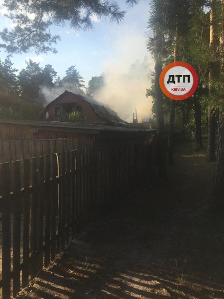 В Киевской области сгорел дом, где снимали сериал «Сваты», фото-4