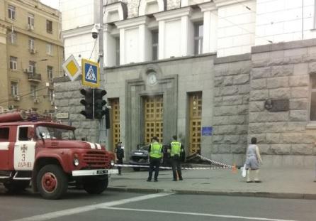 ДТП в Харькове: «Toyota» врезалась в здание горсовета, фото-5