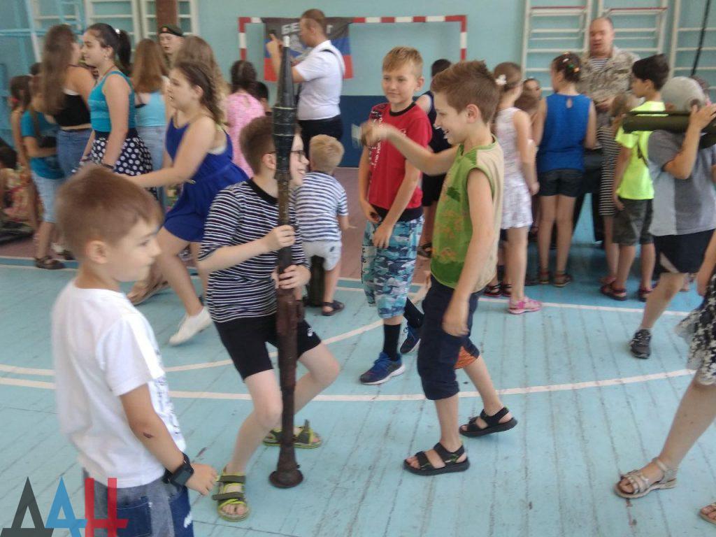 Донецкие младшеклассники познакомились ближе с оружием и боеприпасами, фото-5
