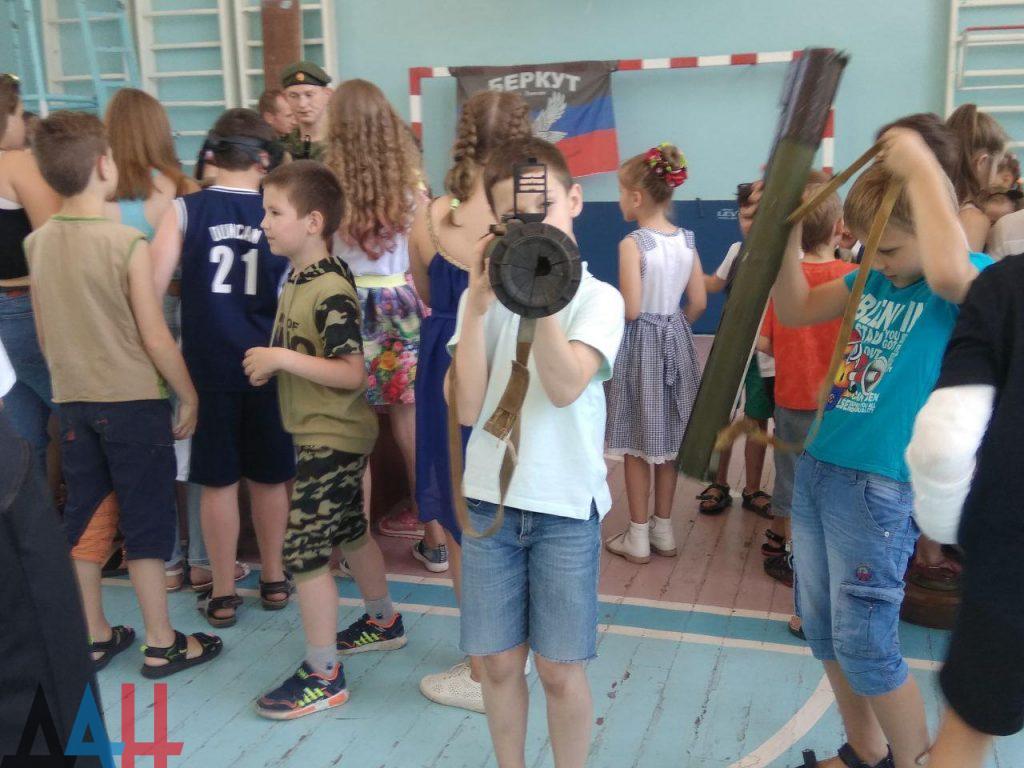 Донецкие младшеклассники познакомились ближе с оружием и боеприпасами, фото-8