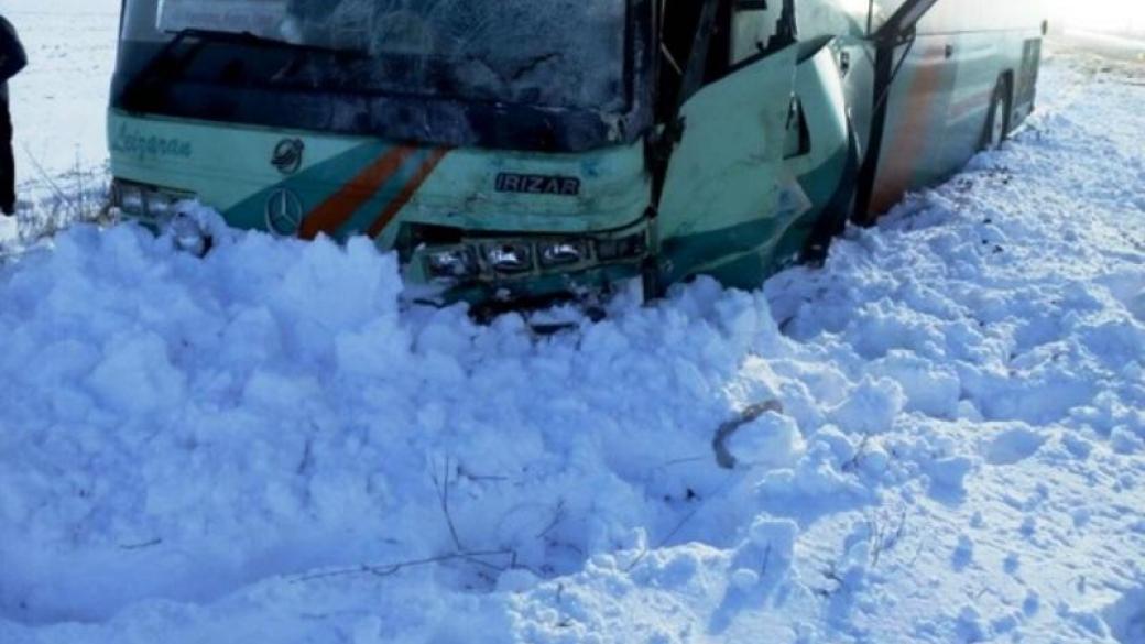 sims-snyal-na-video-grud-v-avtobuse-rot-potom-slizal